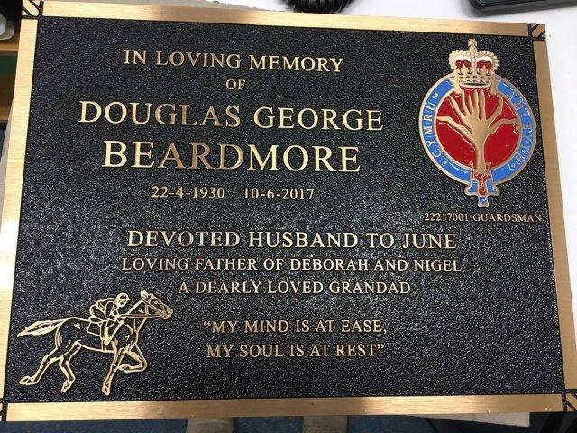 Memorial Placque Douglas George Beardmore Guardsman 22217001